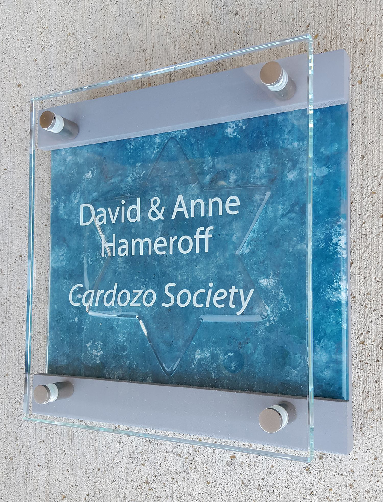 permanent stand-off donor plaque