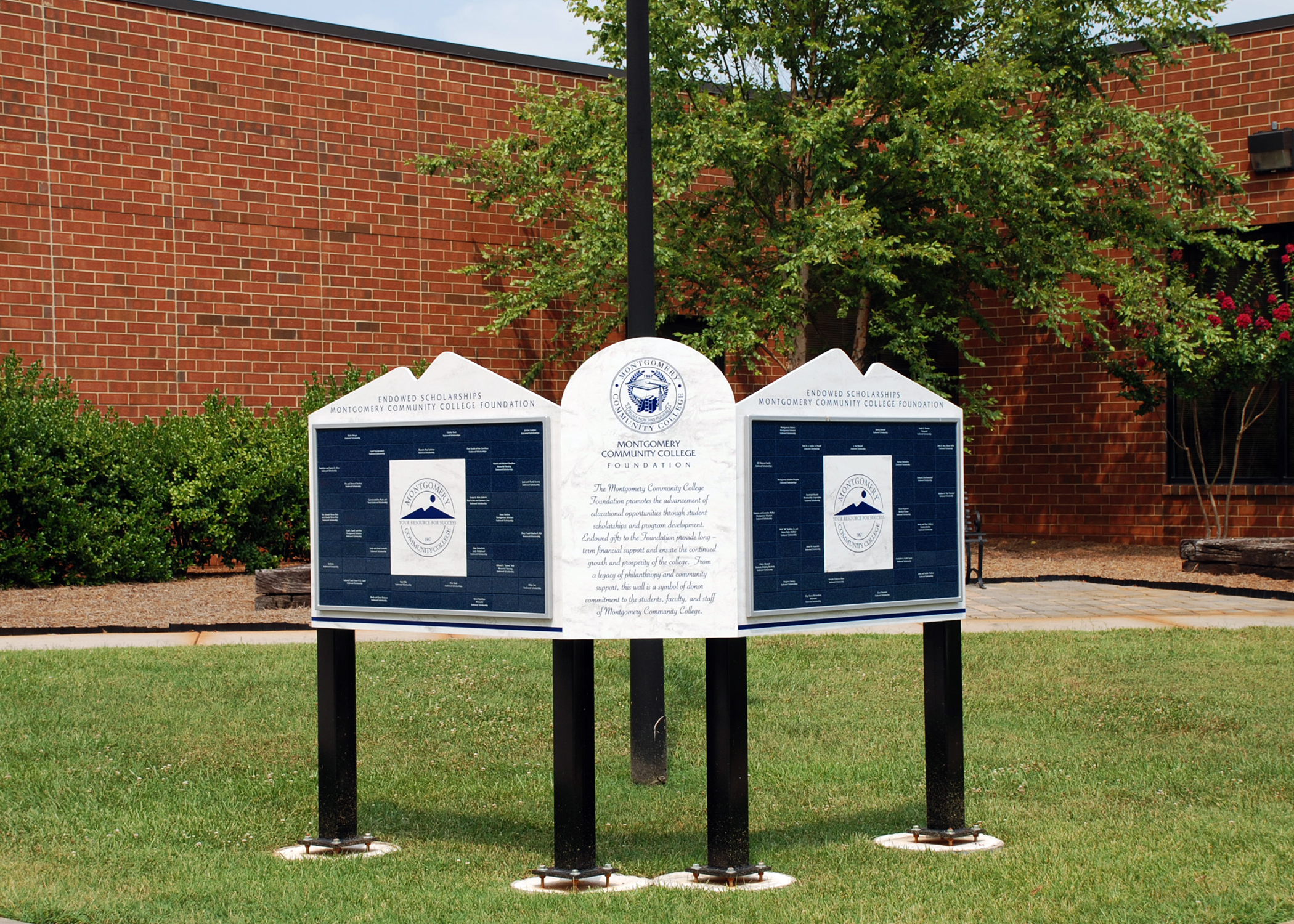 outdoor freestanding magtech donor recognition
